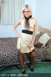 Tags: Retro, Lingerie, PinUP, Nylon, Pantyhose, Stockings, Glamour