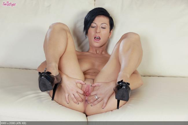 Порно фото emylia argan